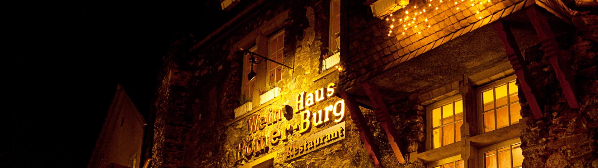 Weinhaus & Restaurant Römerburg bei Nacht